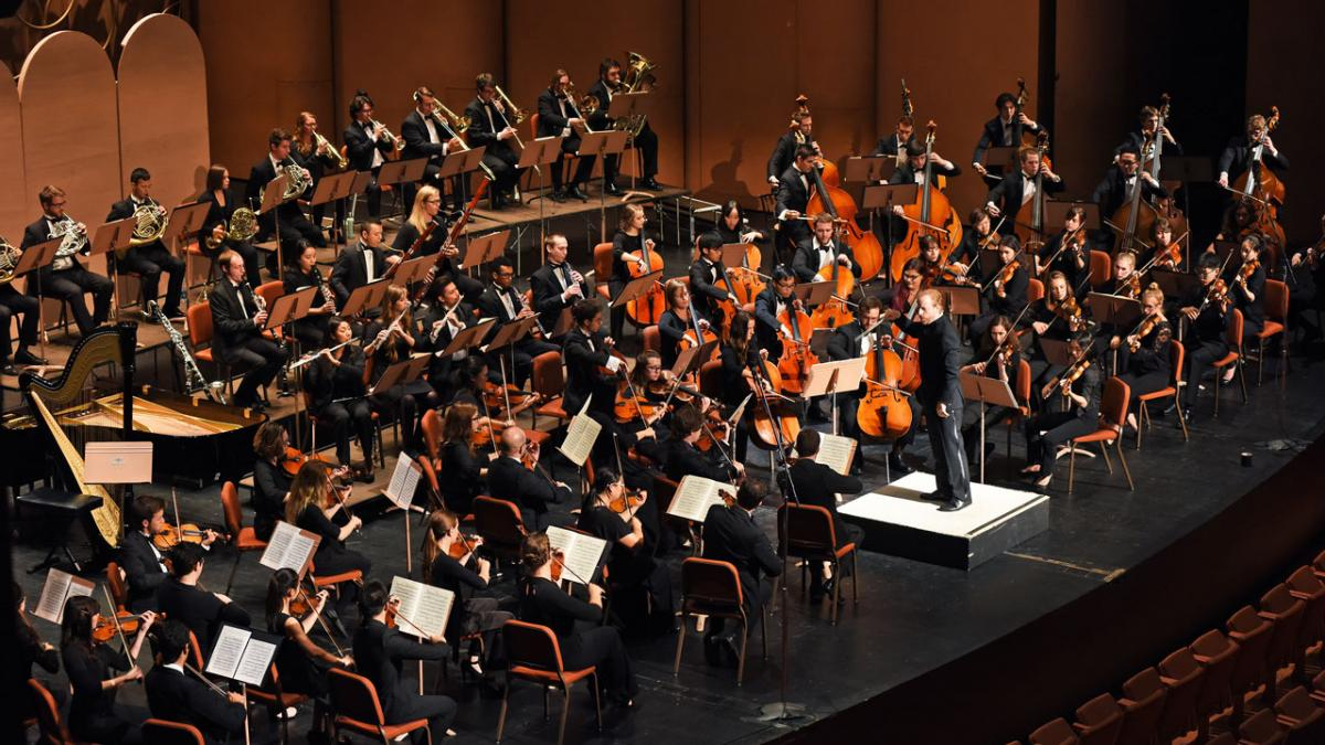 Photo of Jeffery Meyer conducting the ASU Symphony Orchestra
