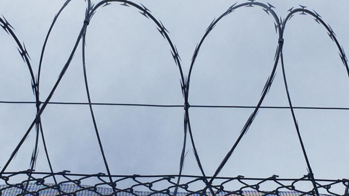Razor wire heart / Photo by Corri Wells